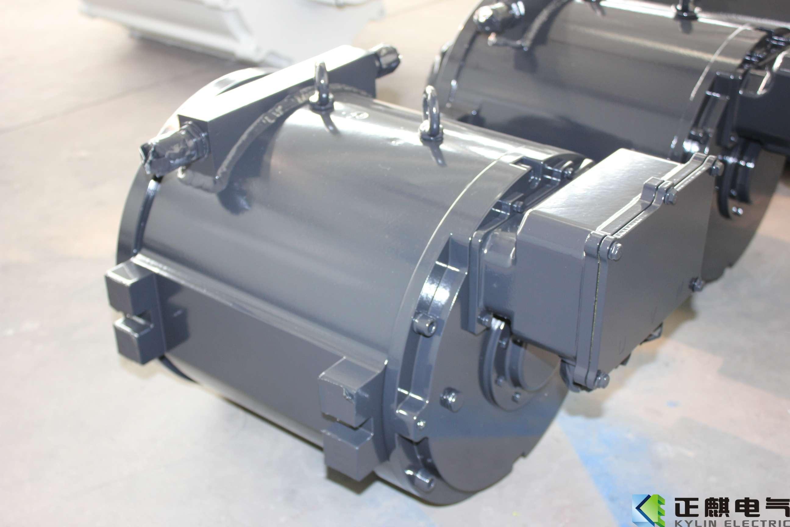 该电机用于6m纯电动中巴用驱动电机,该电机采用矢量控制,调速范围宽,功率密度大,低速大扭矩,高速低噪音,采用曲路密宫密封结构,防护等级高,设有定期加油装置,电机结构可靠性高,可维护性好,全寿命周期成本低